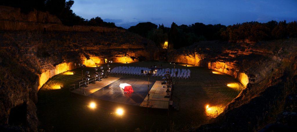 Veduta dell'anfiteatro di Sutri (VT), una delle sedi della rassegna «Teatri di pietra»